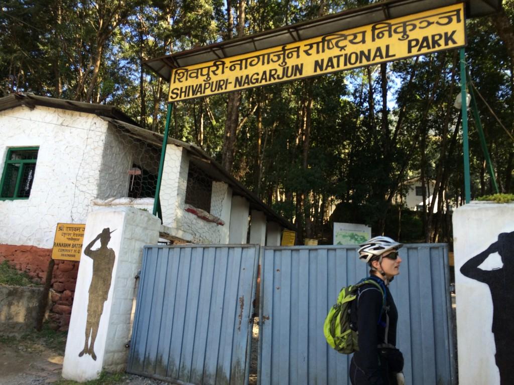 Indgangen til Shivapuri National Park. Skarpt bevogtet.