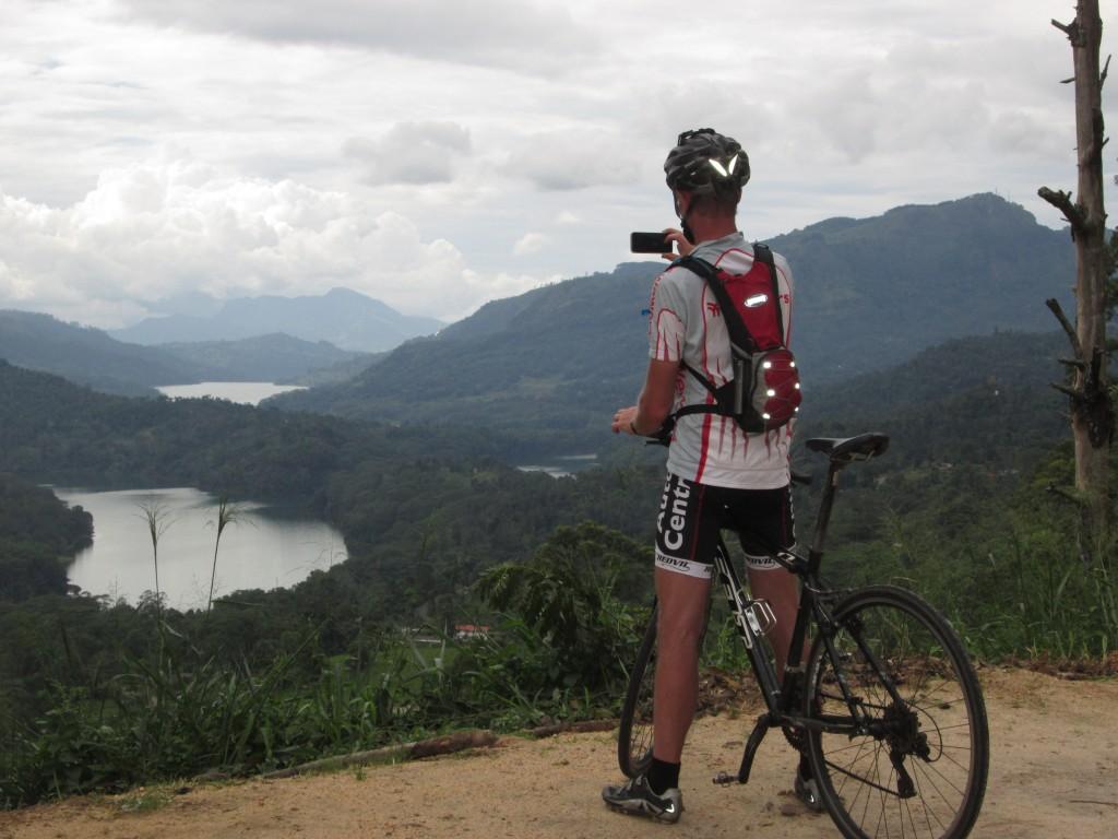 Med udsigt til søer i Sri Lanka's højland.