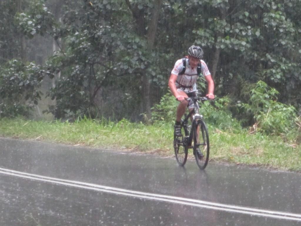 De sidste 23 km op til Sri Lanka's højeste beliggende by Nuwera Elliya (1893m.o.h) i regn og med en stigning på knapt 1100 højdemeter.