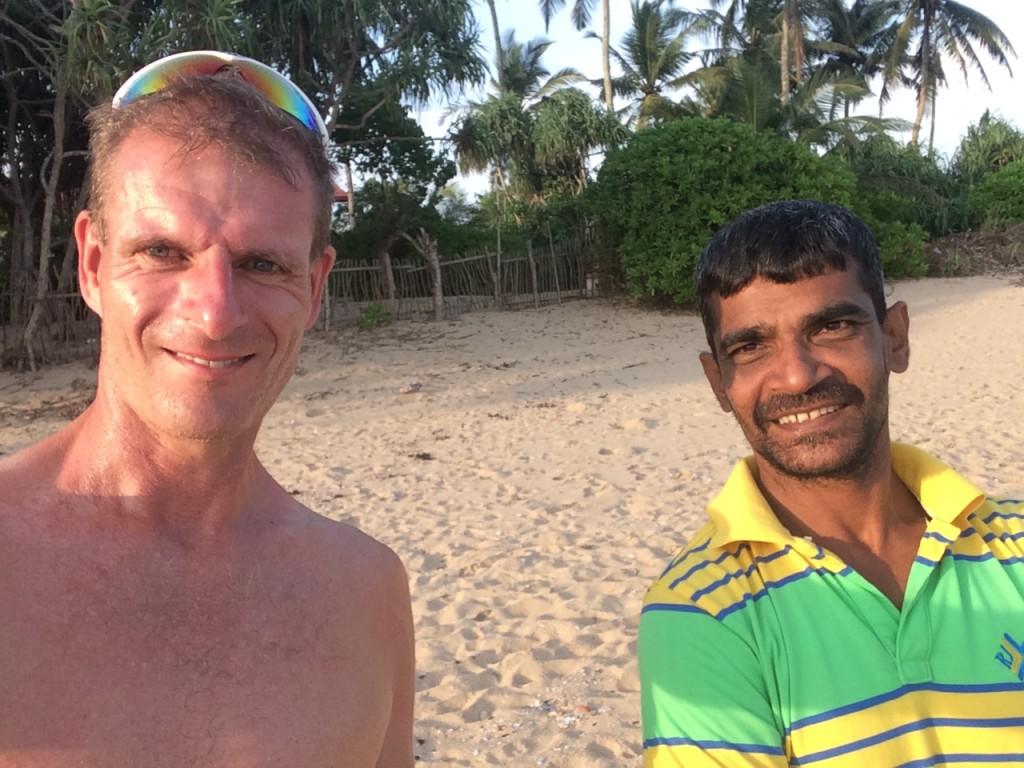 Sanil Ranaweera, inviterede med hjem til sit lille landbrug. Næste gang kunne jeg bare bo hos ham ganske gratis. Om det så var 1 dag, 14 dage, 1 måned eller 6 måneder, det var underordnet for ham. Han kendetegner meget godt venligheden over det srilankanske folk. Jeg har aldrig oplevet så flinke mennesker, hvorhen jeg ellers har rejst.