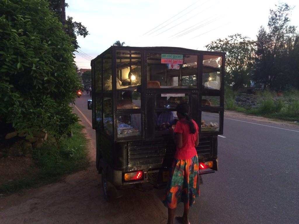 Brødbilen med nybagt brød. Husker selv fra min barndom, da vi havde dem i Danmark