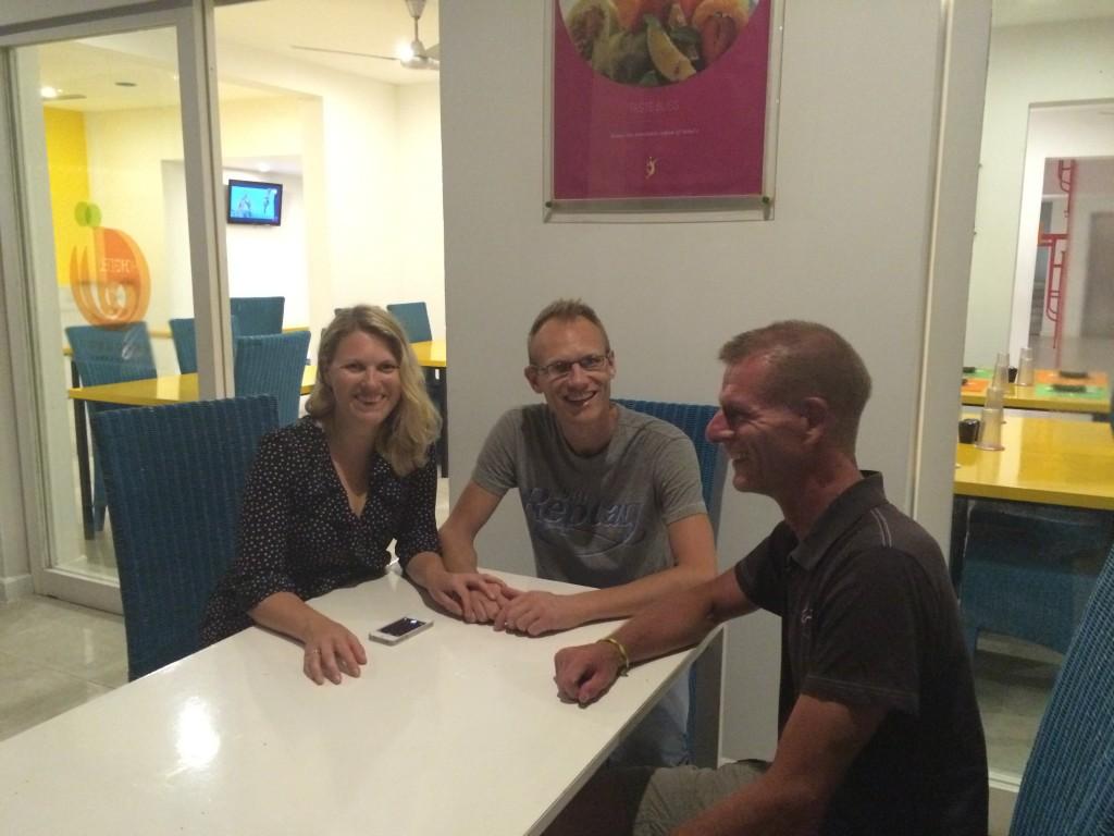 """Spiste på 5-stjernet hotel med Lidia og Nico fra Holland her til aften. Vi mødtes i Polonnarwu, hvor de """"lånte"""" min guide og bil en dags tid mens jeg cyklede."""