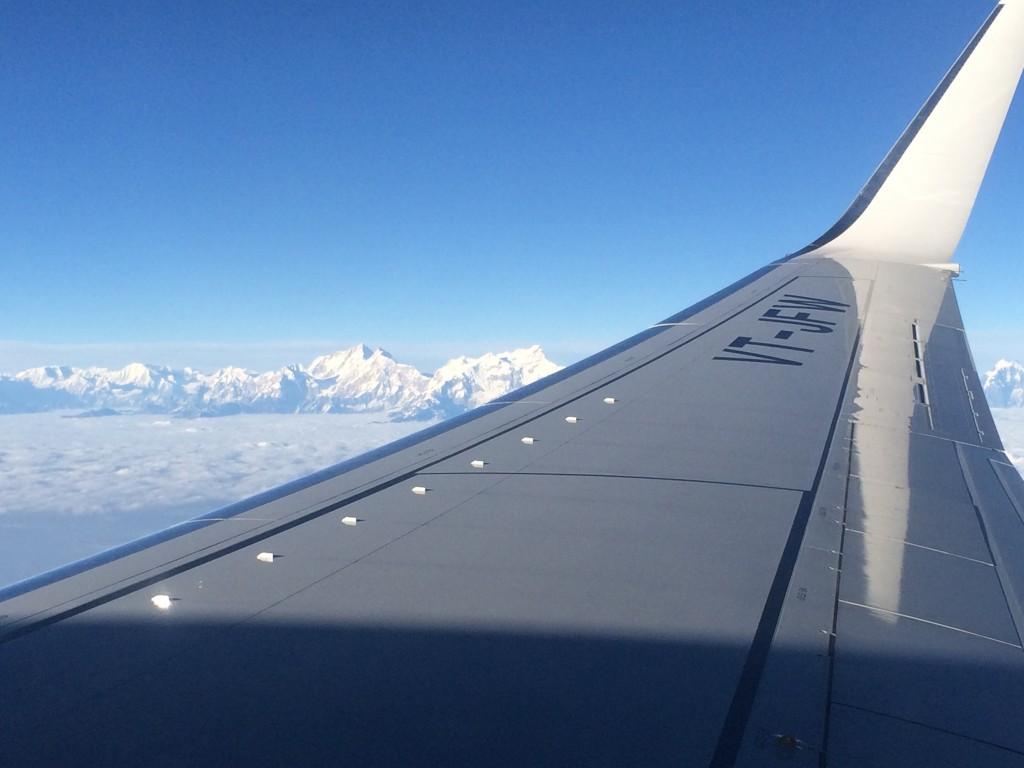 Udsigten fra flysædet straks efter take off fra Katmandu. Himalaya for sidste gang i denne omgang.